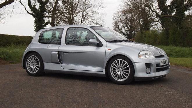 Renault Clio Sport V6 v originálním stavu je aktuálně na prodej.