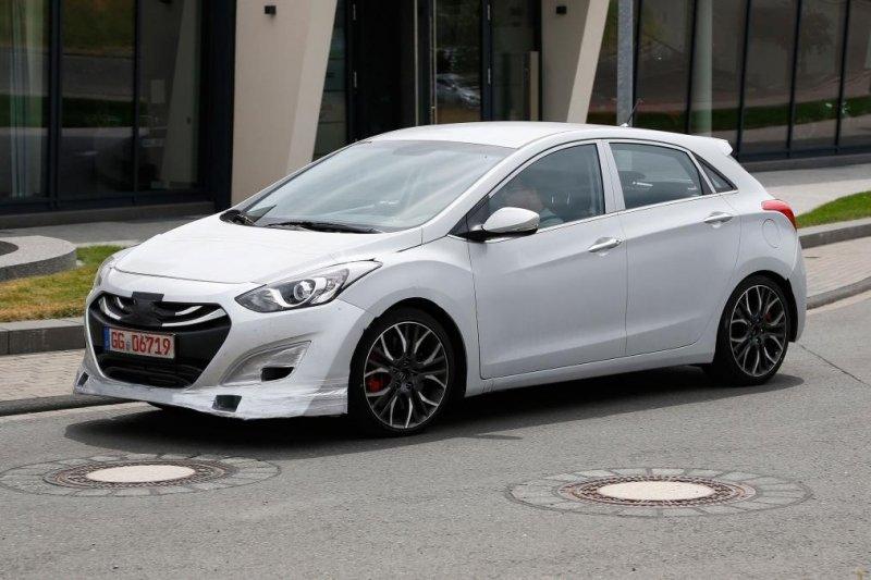Hyundai i30 N má dostat výkon 260 koní. Pod kapotou se možná ...