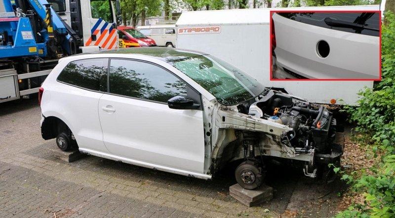 Tohle je důkaz šikovnosti a rychlosti zlodějů aut. Odnesl to VW Polo - anotační foto