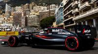 Fernando Alonso při tréninku v Monaku