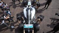 Lewis Hamilton při tréninku v Monaku