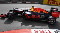Ricciardo slaví pole position před Mercedesy, zatímco Verstappen boural - anotačno foto