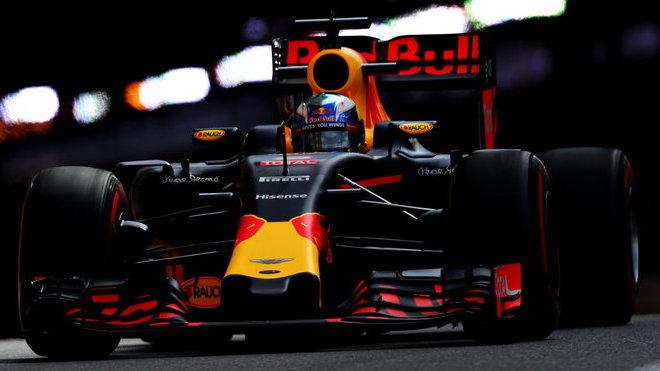ANALÝZA SEKTORŮ: Kde nedal Ricciardo Mercedesům šanci, Wehrlein jel 297,9 km/h - anotační foto
