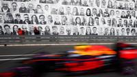 Verstappen odstartuje z boxů, Kvjat vyšetřován - anotační foto