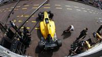 Jolyon Palmer při tréninku v Monaku