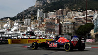 Carlos Sainz při tréninku v Monaku