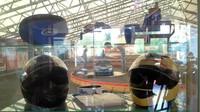 Závodní helmy pro jízdy v motokárách