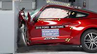 Ford Mustang 2016 během crash testu