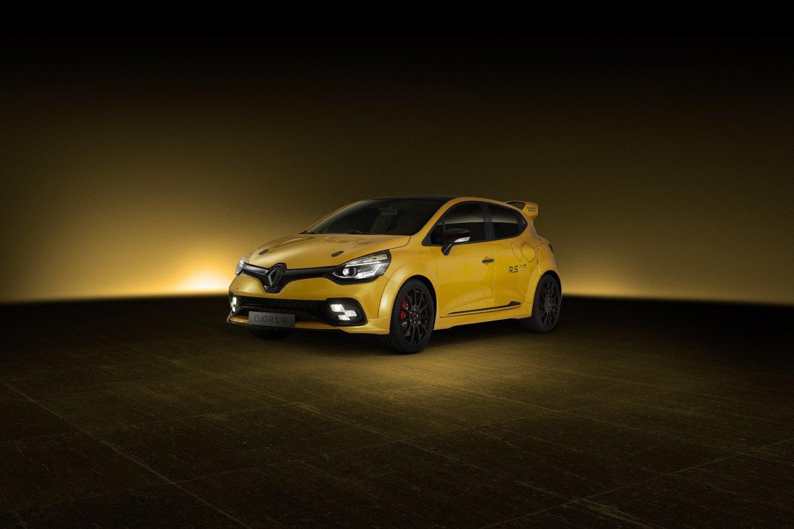 Renaultu Clio RS16 chybí zadní sedačky, má ale manuál a techniku z Méganu Trophy-R - anotační foto