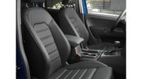 Omlazený Volkswagen Amarok odhaluje svůj interiér.