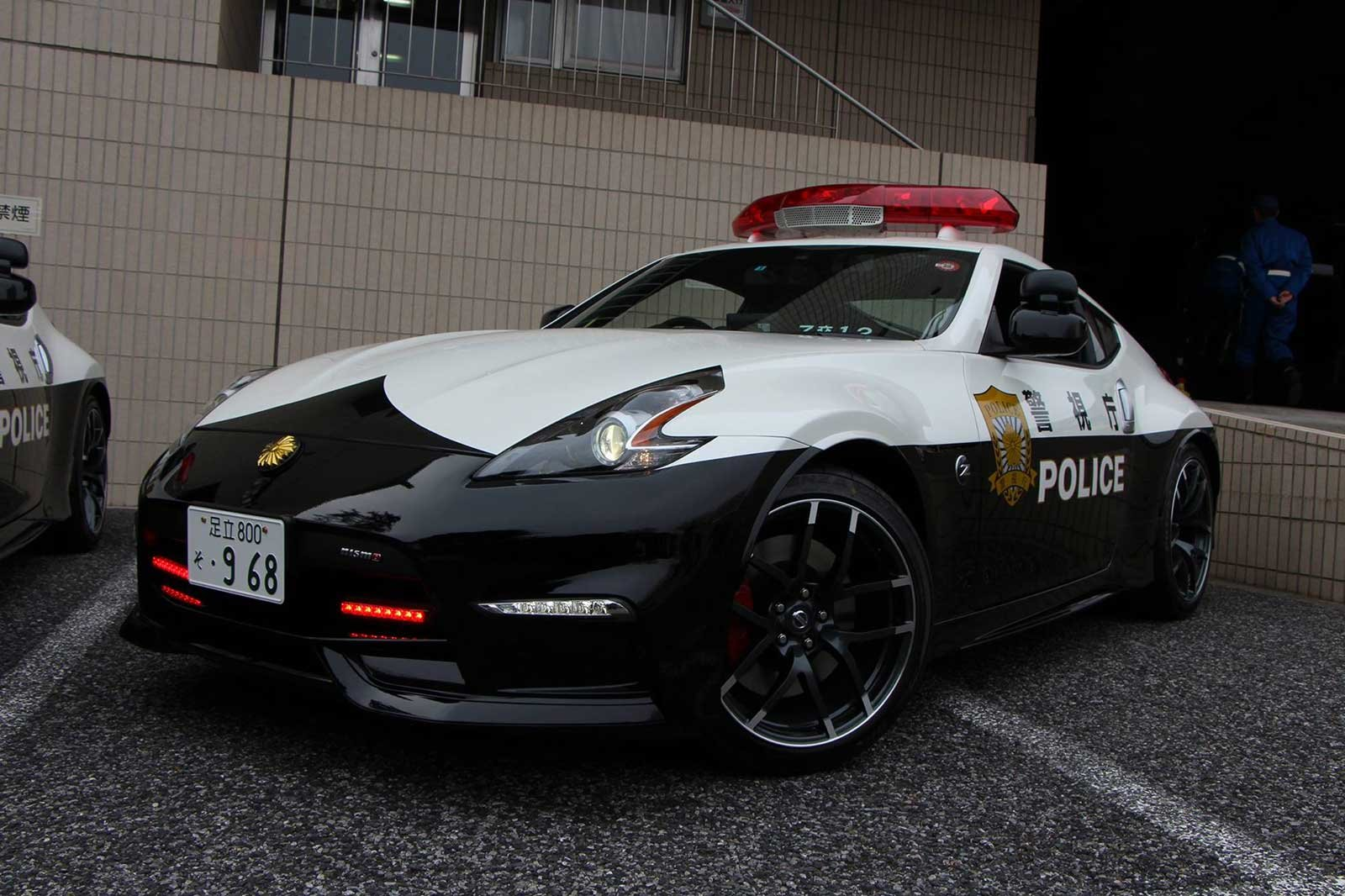 Tokijská policie dostala do služby tři Nissany 370Z Nismo. K čemu je bude používat? - anotační foto