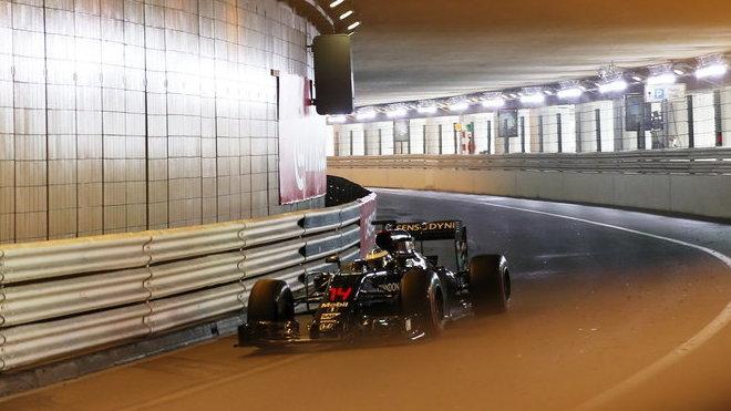 Alonso nebyl spokojen s pneumatikami, Button s nedotáčivostí