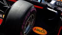 Ultra-měkká pneumatika Pirelli při kvalifikaci v Monaku