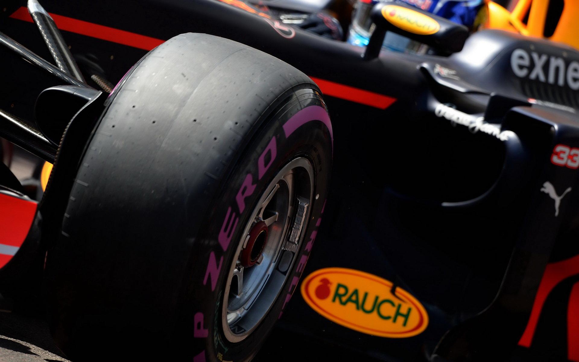 Red Bull vysvětluje své pochybení a omlouvá se Ricciardovi. Proč nebyly pneumatiky připraveny? - anotační foto