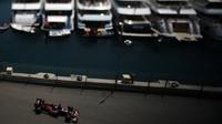 Carlos Sainz při kvalifikaci v Monaku