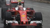 Kimi Räikkönen v závodě v Monaku