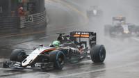 Nico Hülkenberg za deště v závodě v Monaku