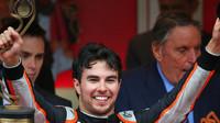 Sergio Pérez se raduje po závodě v Monaku