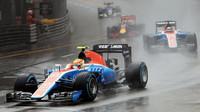 Rio Harjanto a Pascal Wehrlein za deště v závodě v Monaku