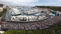 Přístav a část městského okruhu v Monaku