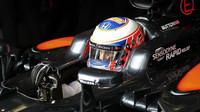 """Button, kterého """"všichni kopírovali,"""" si stěžuje na komunikační chybu McLarenu - anotačno foto"""