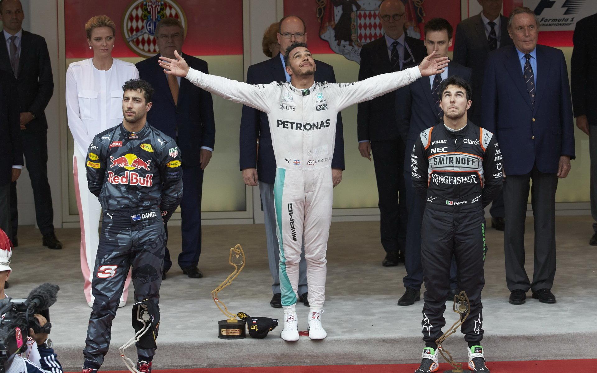 FOTO: Dramatický závod v Monaku plný incidentů a radost Hamiltona - anotační foto