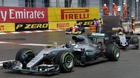 Nico Rosberg a Sergio Pérez v závodě v Monaku