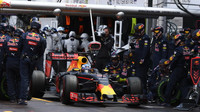 Daniel Ricciardo po nezdařil zastávce v boxech v závodě v Monaku