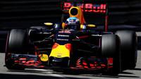 Daniel Ricciardo při kvalifikaci v Monaku
