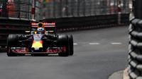 Daniel Ricciardo v závodě v Monaku