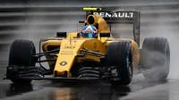 Jolyon Palmer za deště v závodě v Monaku