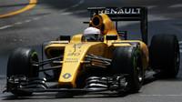 Kevin Magnussen v závodě v Monaku