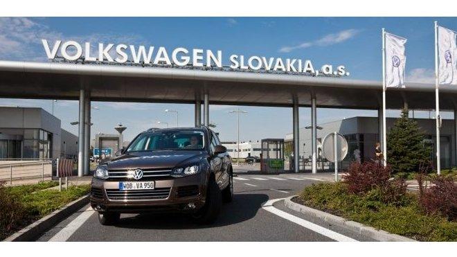 Hlavní brána závodu Volkswagen v Bratislavě.