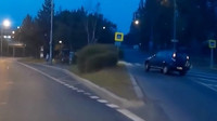 Řidič v Praze otočil svou Hondu CR-V na střechu