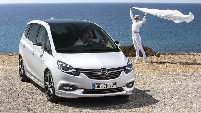 Omlazený Opel Zafira míří k českým prodejcům.