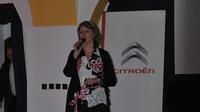 Lenka Martinová moderuje tiskovou konferenci Citroënu Jumpy (2016)
