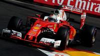 Esem v rukávu výstavy Legendy 2016 je přítomnost aktuálního monopostu F1 stáje Ferrari a Mercedes