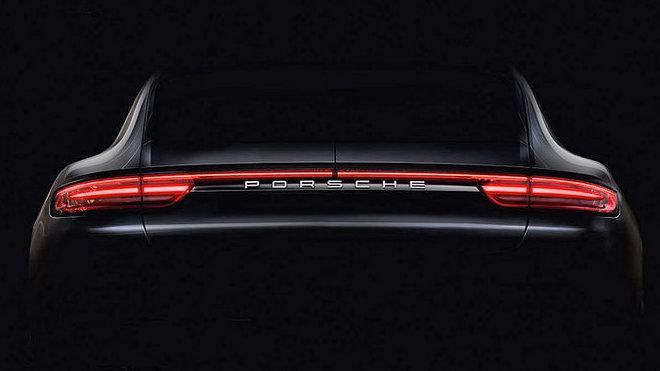 Pohled na zadní část nového Porsche Panamera