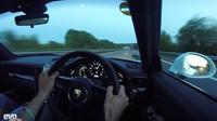 Porsche 911 R na německé dálnici