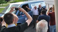 Reportáž: Slavný jezdec prověřil spotřebu nového VW Transporter. Byli jsme u jeho příjezdu - anotační foto