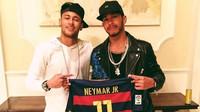 Lewis Hamilton vydělává z pilotů F1 nejvíc, ale na barcelonskou fotbalovou hvězdu Neymara da Silvu jr. i tak ztrácí