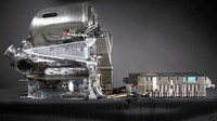 Ani ve Francii? Mercedes s nasazením nové specifikace motoru stále váhá - anotační obrázek