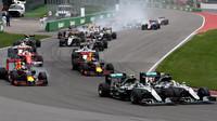 FOTO: Velká cena Kanady se startovní kolizí Mercedesů