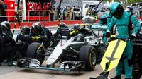 ZASTÁVKY V BOXECH A STRATEGIE: Mercedes jen o setinu rychlejší než Williams - anotační foto