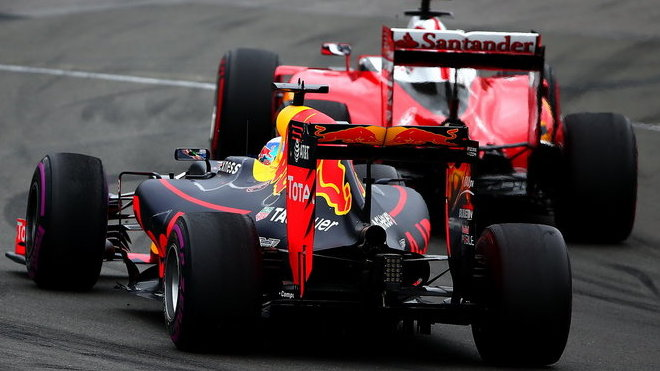 Předloňský souboj Ferrari a Red Bullu