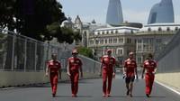 Sebastian Vettel se seznamuje s tratí v Baku