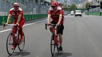 Kimi Räikkönen se seznamuje s tratí v Baku