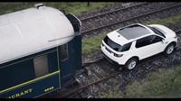 Land Rover Discovery Sport táhne osobní vlak