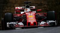Sebastian Vettel při tréninku v Baku