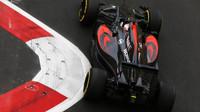 Jenson Button při tréninku v Baku